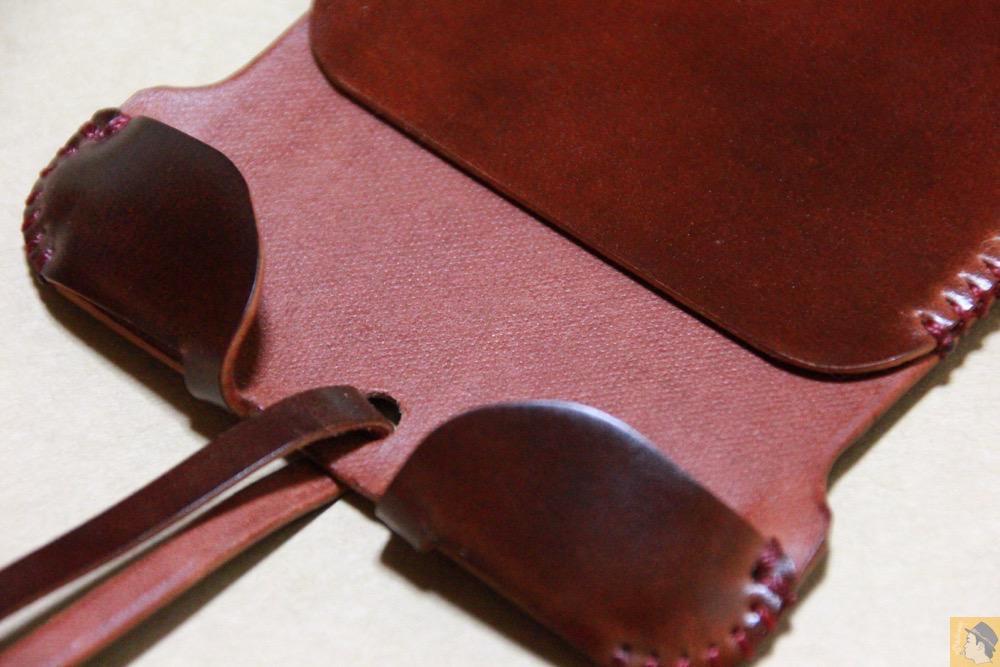 芯通ししているコードバン2 - コードバンabicase アビケースのレッドブラウン色は惚れる色で艶のある綺麗な革 / iPhone 6/6s [レビュー 36/40]