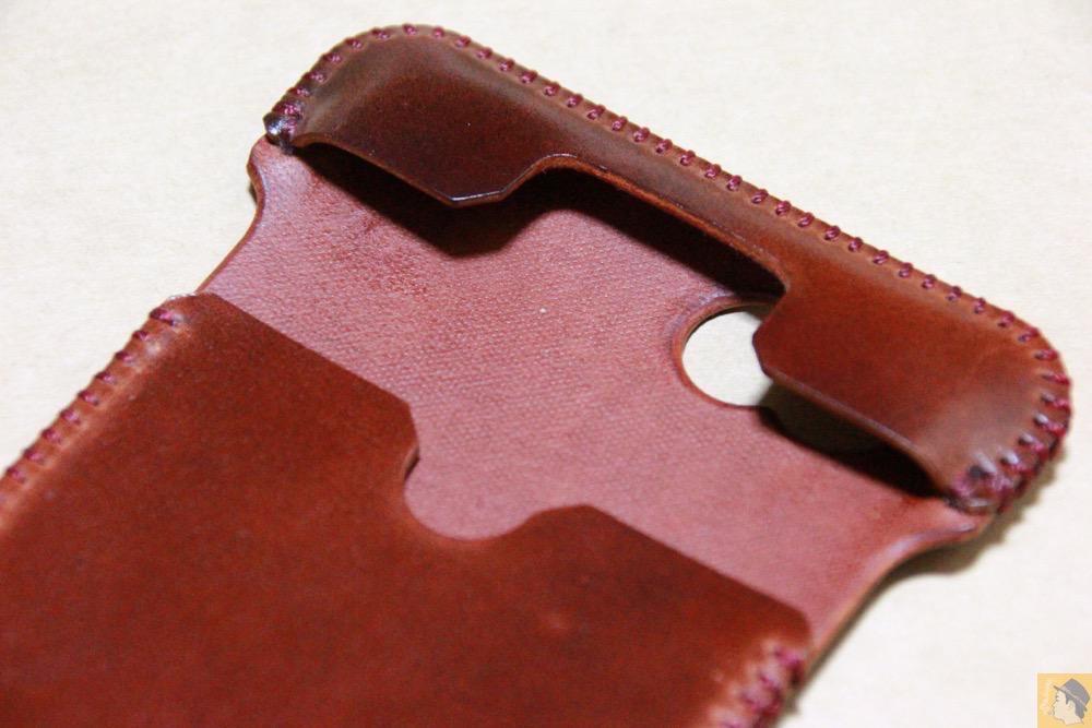 芯通ししているコードバン - コードバンabicase アビケースのレッドブラウン色は惚れる色で艶のある綺麗な革 / iPhone 6/6s [レビュー 36/40]