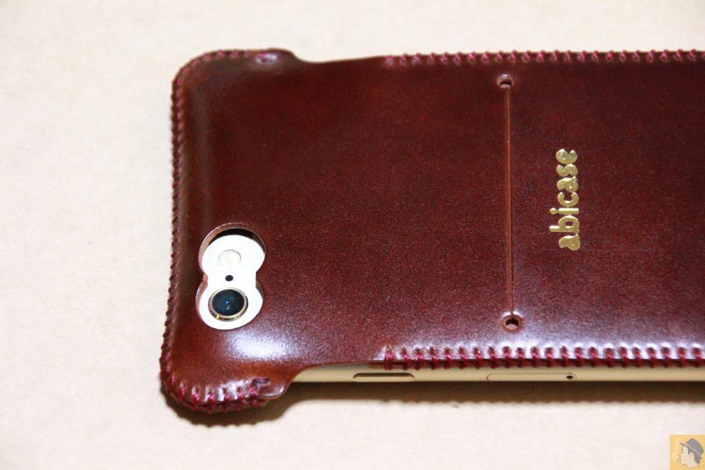カメラ穴 - コードバンabicase アビケースのレッドブラウン色は惚れる色で艶のある綺麗な革 / iPhone 6/6s [レビュー 36/40]