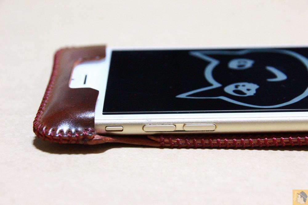 音量調整ボタン・マナーモード切替えスイッチ - コードバンabicase アビケースのレッドブラウン色は惚れる色で艶のある綺麗な革 / iPhone 6/6s [レビュー 36/40]