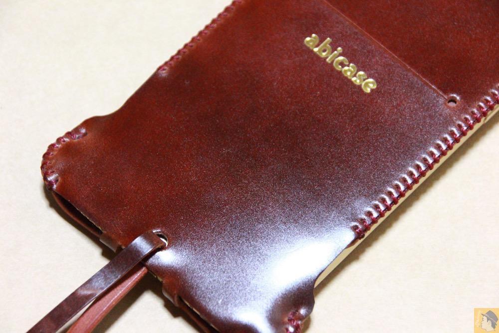 艶のある鮮やかな色2 - コードバンabicase アビケースのレッドブラウン色は惚れる色で艶のある綺麗な革 / iPhone 6/6s [レビュー 36/40]