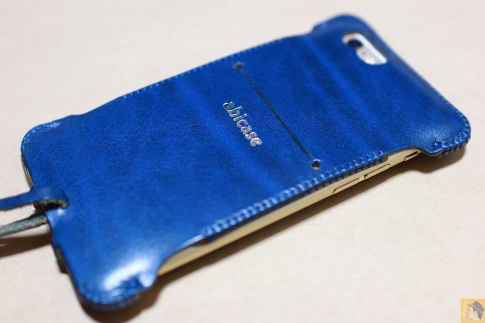 サムネイル - ルガトレザーabicase アビケースは鮮やかな青に虎模様が綺麗に入った銀面が特徴 / iPhone 6/6s [レビュー 37/40]