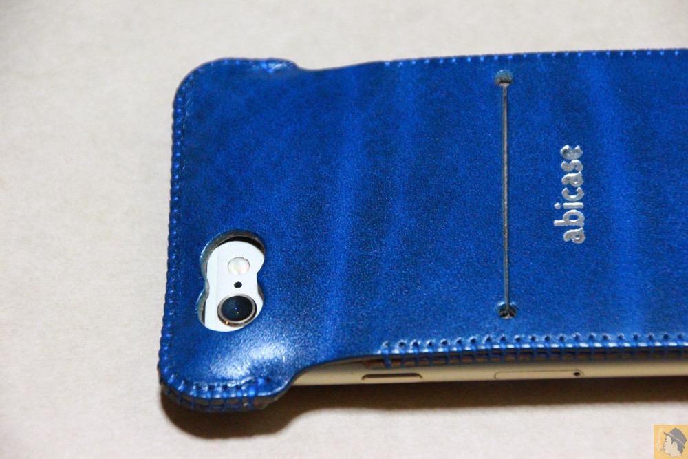 カメラ穴 - ルガトレザーabicase アビケースは鮮やかな青に虎模様が綺麗に入った銀面が特徴 / iPhone 6/6s [レビュー 37/40]