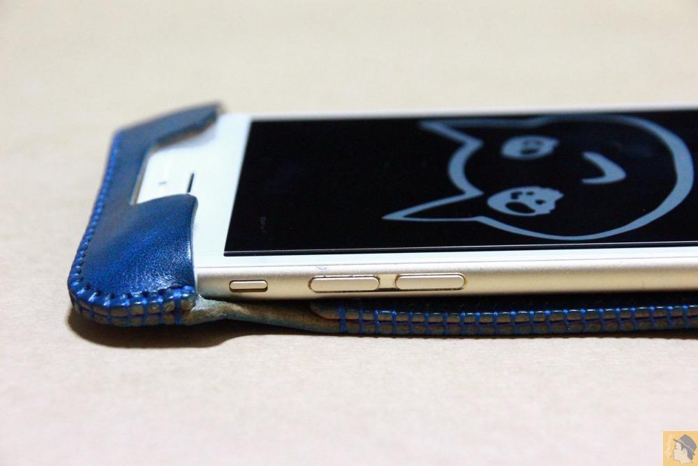 音量調節ボタン・マナーモード切替えスイッチ - ルガトレザーabicase アビケースは鮮やかな青に虎模様が綺麗に入った銀面が特徴 / iPhone 6/6s [レビュー 37/40]