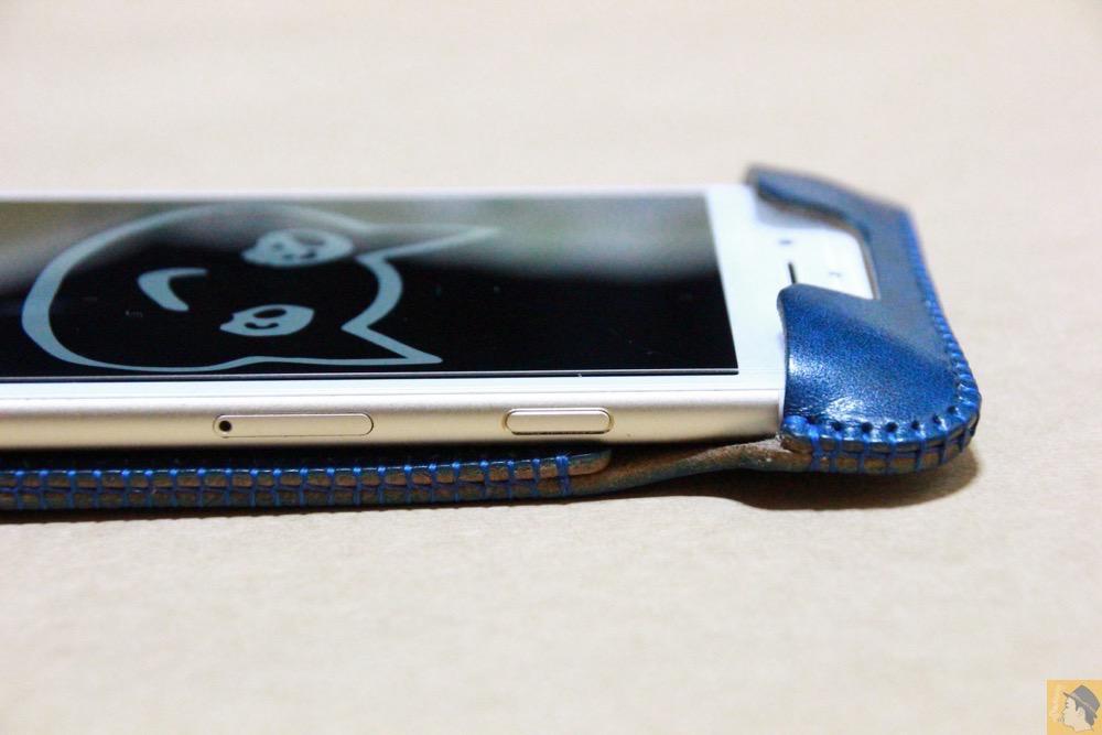 スリープボタン - ルガトレザーabicase アビケースは鮮やかな青に虎模様が綺麗に入った銀面が特徴 / iPhone 6/6s [レビュー 37/40]