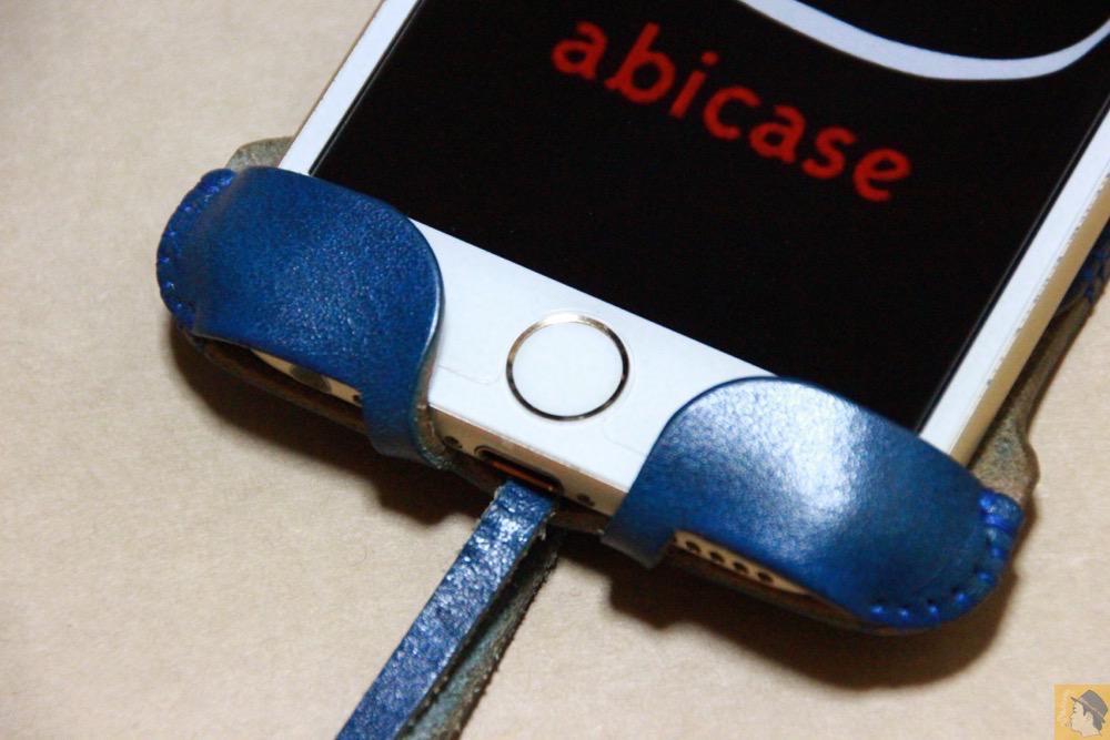 ホームボタン - ルガトレザーabicase アビケースは鮮やかな青に虎模様が綺麗に入った銀面が特徴 / iPhone 6/6s [レビュー 37/40]