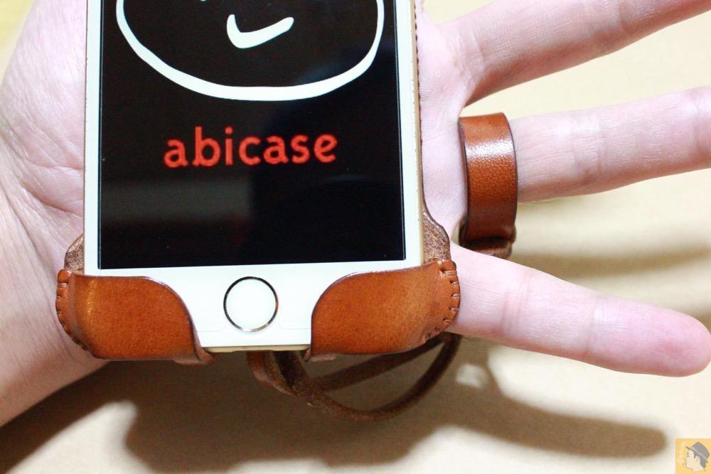 ストラップ - キャメル色のabicase アビケースは凝ったデザインにせず刻印のみゴールドにしシンプルにしたiPhoneケース / iPhone 6/6s [レビュー 38/40]