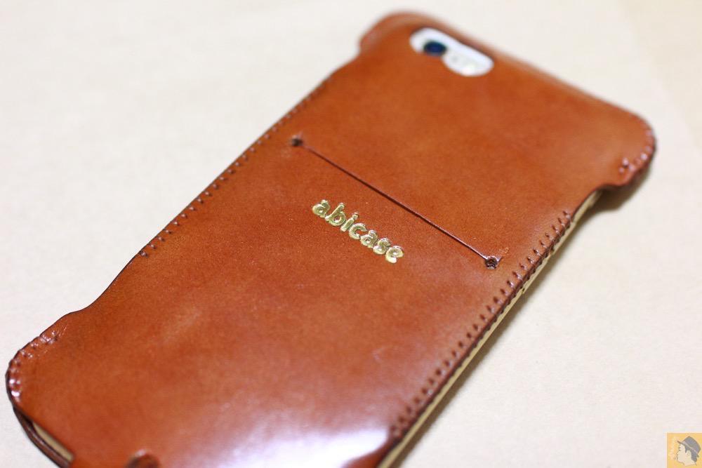 サムネイル - キャメル色のabicase アビケースは凝ったデザインにせず刻印のみゴールドにしシンプルにしたiPhoneケース / iPhone 6/6s [レビュー 38/40]