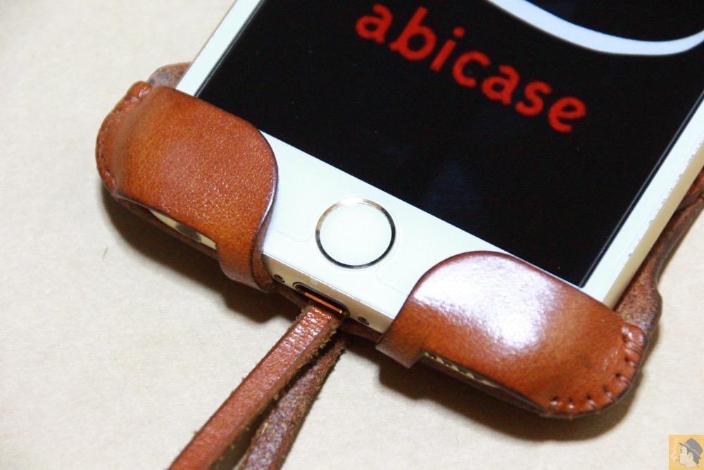 ホームボタン - キャメル色のabicase アビケースは凝ったことはせずシンプルにしたが、刻印はゴールドにしたiPhoneケース / iPhone 6/6s [レビュー 38/40]