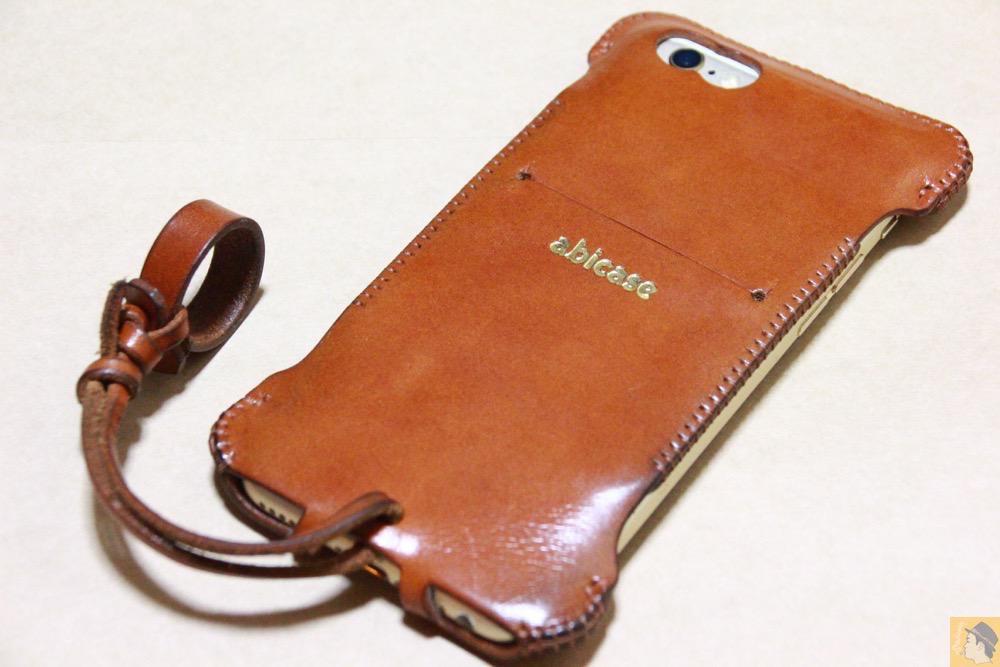 シンプルデザイン - キャメル色のabicase アビケースは凝ったデザインにせず刻印のみゴールドにしシンプルにしたiPhoneケース / iPhone 6/6s [レビュー 38/40]