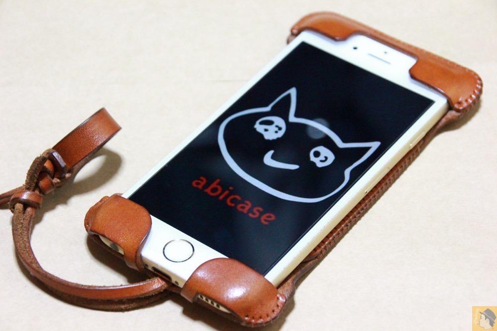 シンプルデザイン2 - キャメル色のabicase アビケースは凝ったデザインにせず刻印のみゴールドにしシンプルにしたiPhoneケース / iPhone 6/6s [レビュー 38/40]