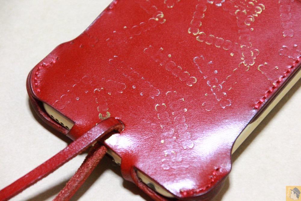 abicase刻印乱れ打ち3 - 初めての赤色abicase アビケースは背面にこれまでにない刻印の乱れ打ちデザイン / iPhone 6/6s [レビュー 39/40]