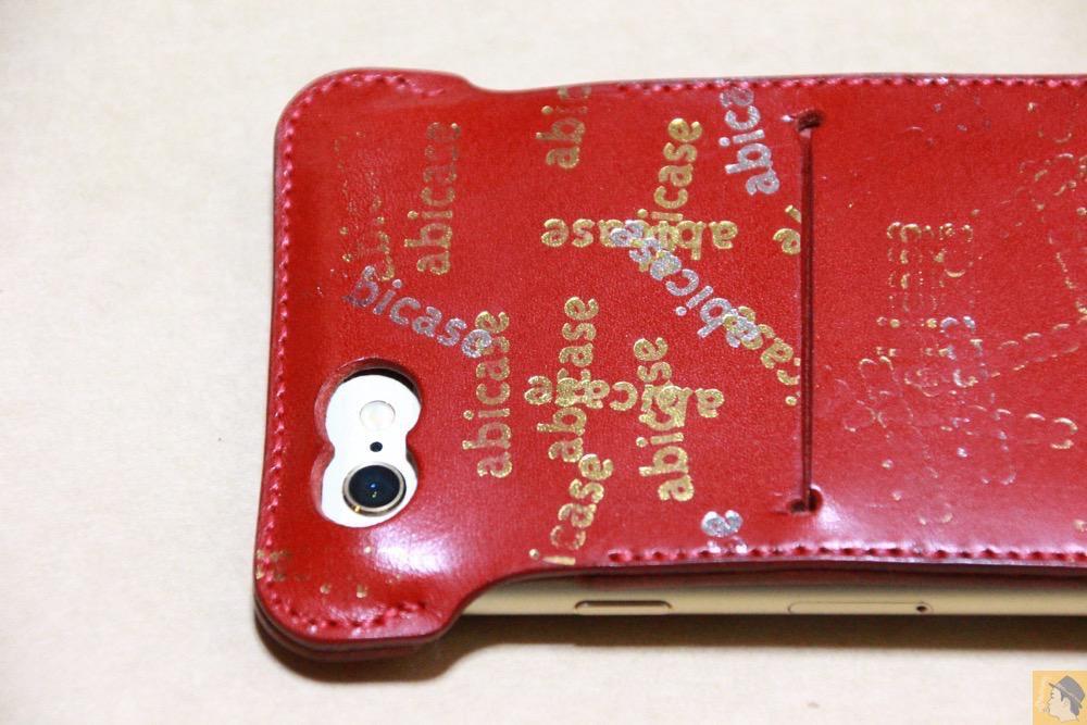 カメラ穴 - 初めての赤色abicase アビケースは背面にこれまでにない刻印の乱れ打ちデザイン / iPhone 6/6s [レビュー 39/40]
