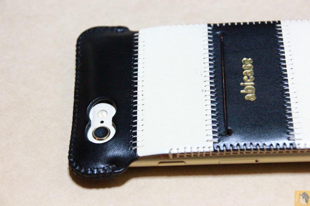 カメラ穴 - 白黒ストライプ柄abicase アビケースは計算された幅の革をつなぐことでiPhoneケースを仕上げている / iPhone 6/6s [レビュー 35/40]