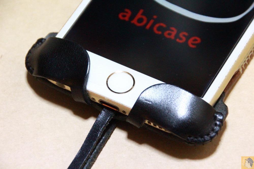 ホームボタン - 白黒ストライプ柄abicase アビケースは計算された幅の革をつなぐことでiPhoneケースを仕上げている / iPhone 6/6s [レビュー 35/40]